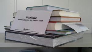 Wissensbücherstapel 2016